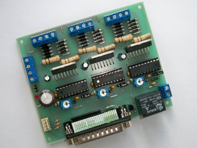 Контроллер выполнен по